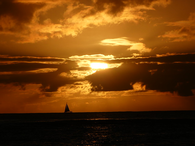 Things to do on Oahu: Sunset in Waikiki