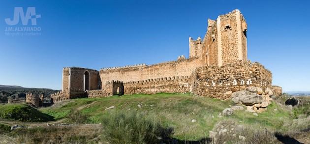 Castillo de Montalban (panoramica exterior 1 )