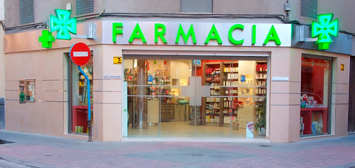 Decoraci n y dise o de fachadas de farmacias blogicasa for Decoracion de farmacias
