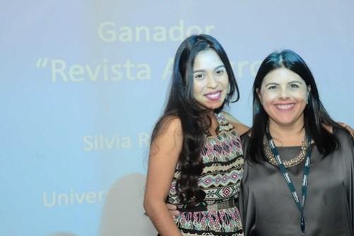 """Se entregó el reconocimiento """"ADN Solidario"""" a Silvia Rodríguez de la Universidad Fermín Toro por su revista digital """"Allegro"""", pues el material está hecho pensado para las personas con dificultades visuales."""