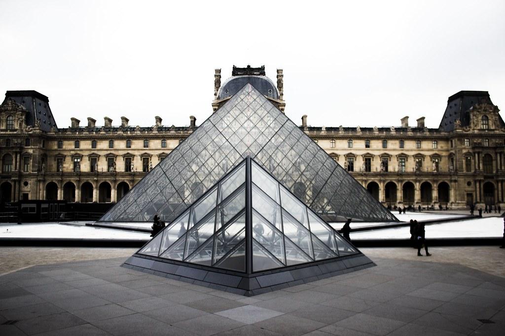 Imagen gratis del museo del Louvre