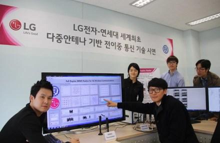 LG Electronicsy la Universidad de Yonsei, experimentando con la primera radiobase banda ancha dúplex para potenciar el 5G