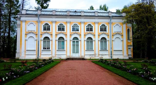 Stone hall pavilion, Oranienbaum