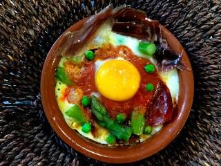 Huevos al plato o huevos a la flamenca. Koketo