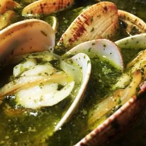 Almejas en salsa verde con plancton