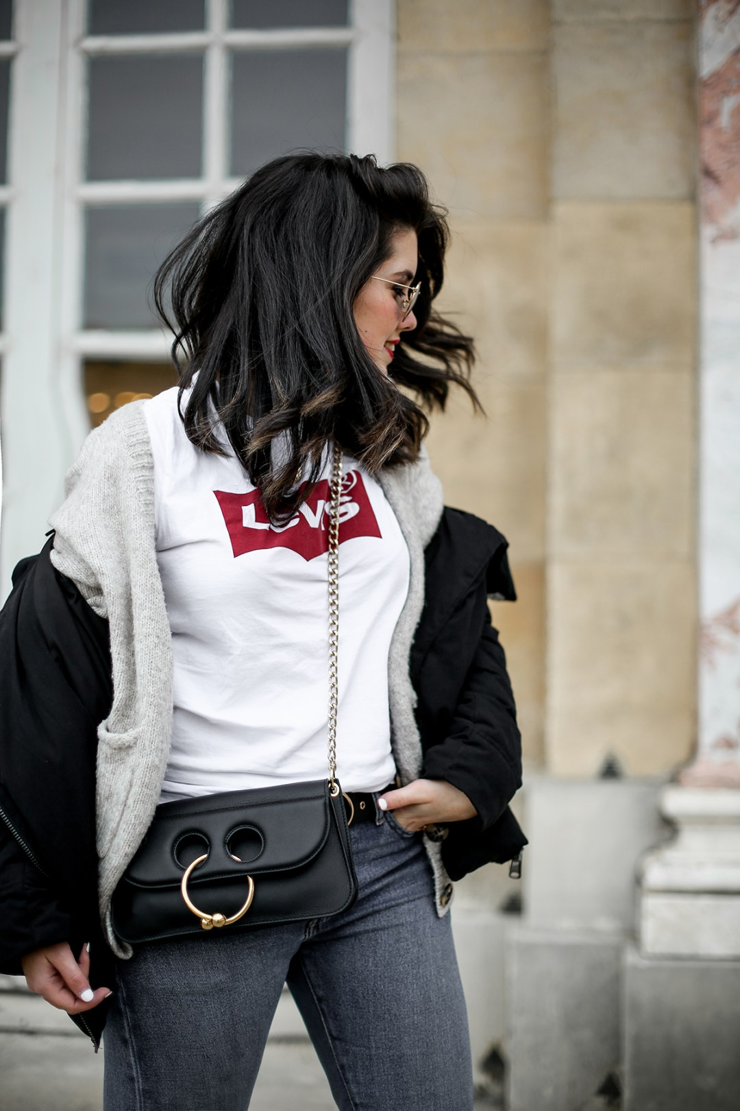 puffer-coat-levis-shirt-basic-505c-jeans-jw-anderson-pierce-bag-how-to-wear4