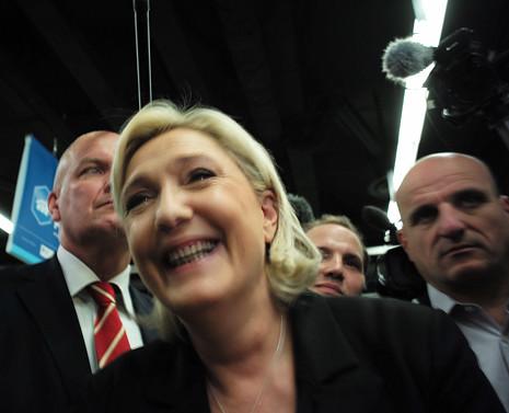 17b01 Marine Le Pen P Maillot_0109 variante Uti 465