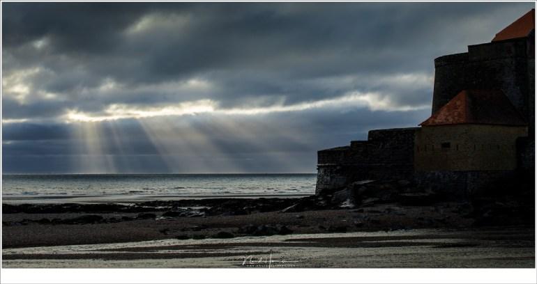 Fort Mahon met eb, tijdens zonsondergang. Helaas geen wild getij maar een rustige zee aan de horizon. (70mm | ISO100 | f/8 | 1/320sec)