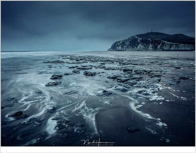 Cap Blanc Nez in het blauwgrijze licht van de ochtend. Het strand is helemaal leeg; er is geen levende ziel te bekennen (24mm | ISO200 | f/11 | t=6sec | grijsverloopfilter)