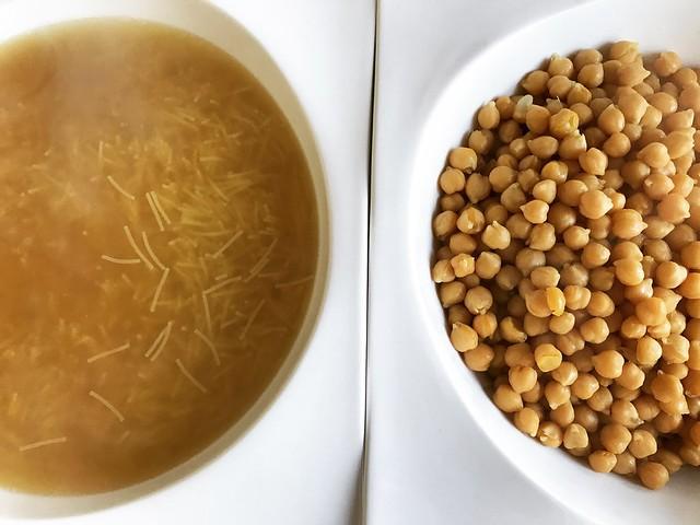 sopa y garbanzos del cocido madrileño. koketo