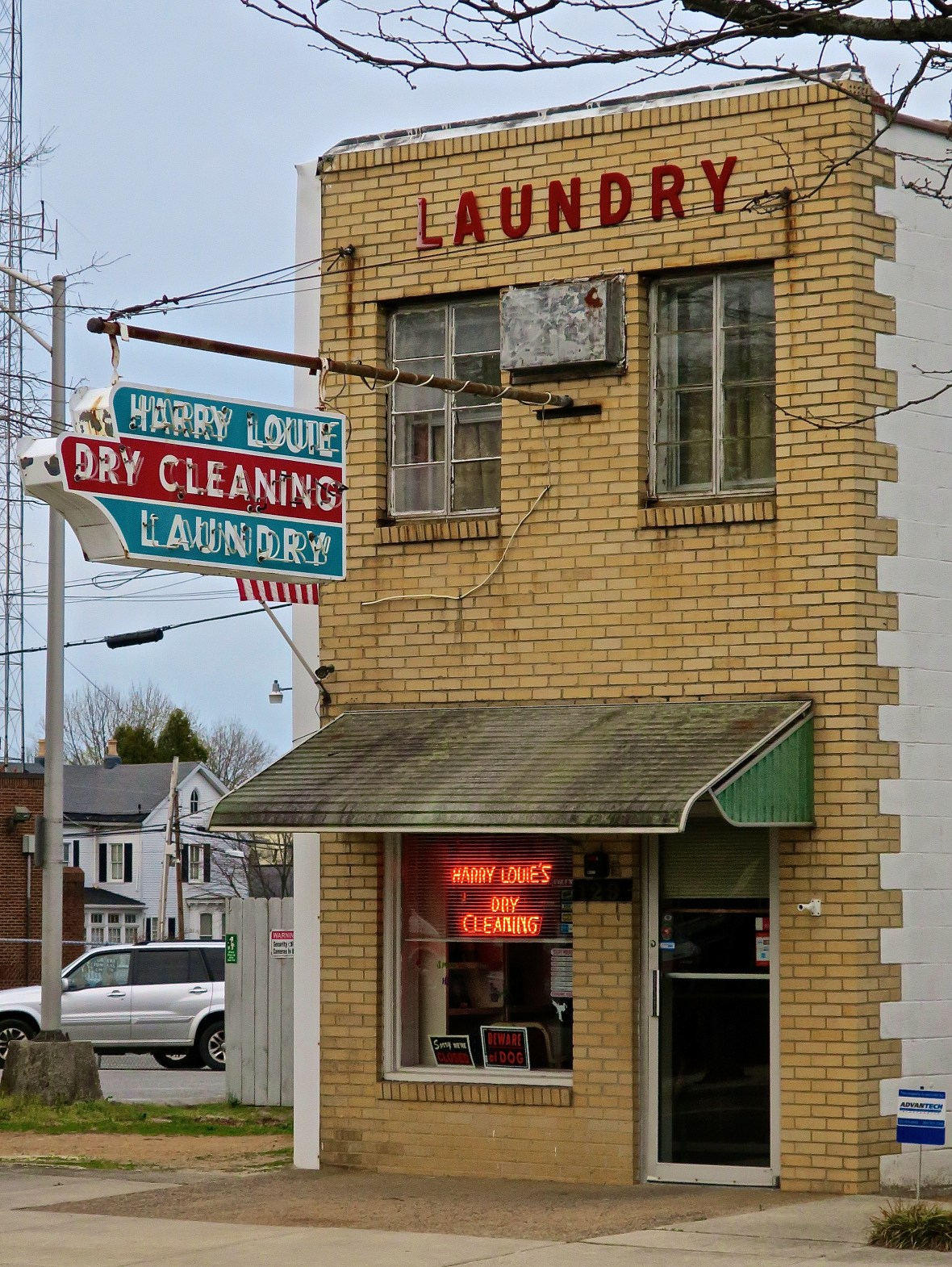 Harry Louie Laundry and Dry Cleaning - 129 South Governors Avenue, Dover, Delaware U.S.A. - April 5, 2017