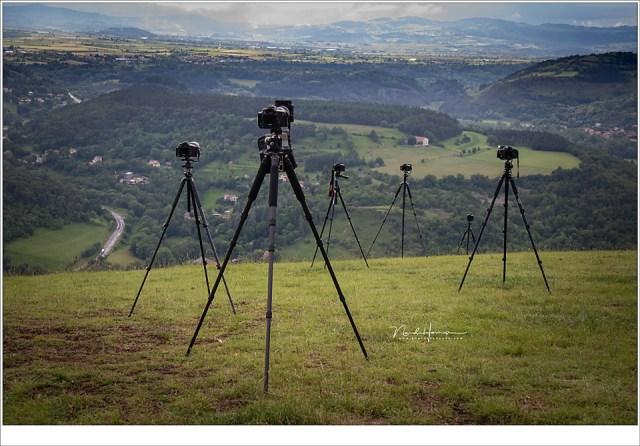 Een invasie van tripods op een bergtop in de Franse Auvergne tijdens mijn Masterclass Landschapsfotografie