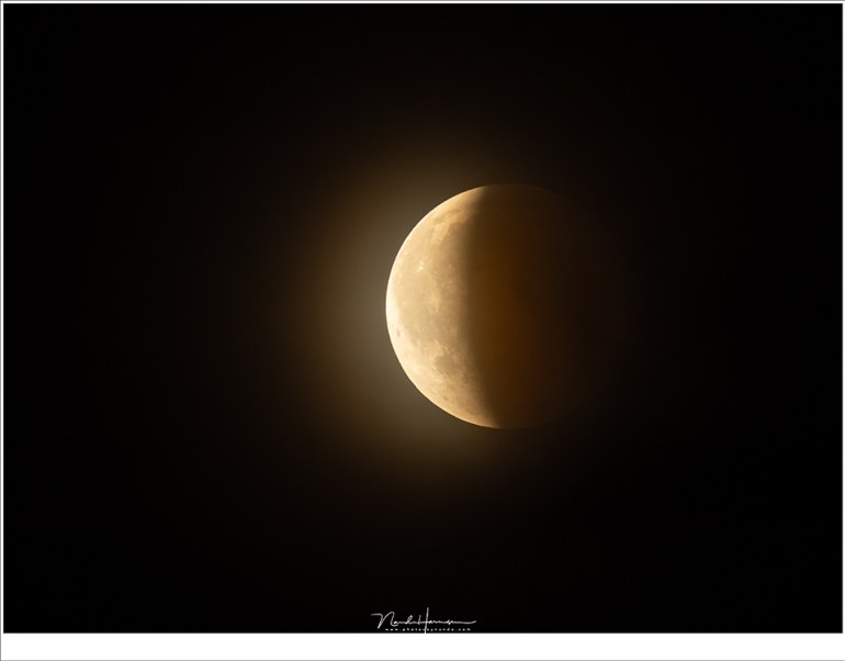 Steeds meer van de maanschijf komt in het zonlicht (1120mm (800mm + 1,4TC) | ISO800 | f/8 | 1/8sec)