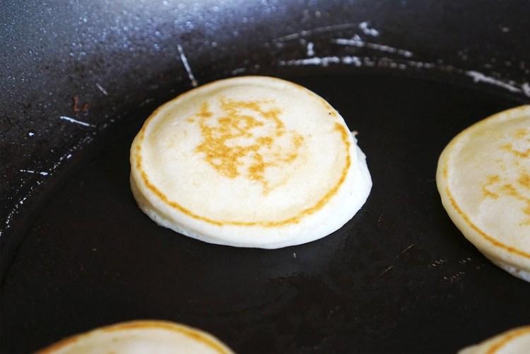 Gluten free American pancakes cooking process - flipping the pancakes | The gluten free basics: how to make gluten free American pancakes | Gluten free breakfast basics | Gluten free recipes