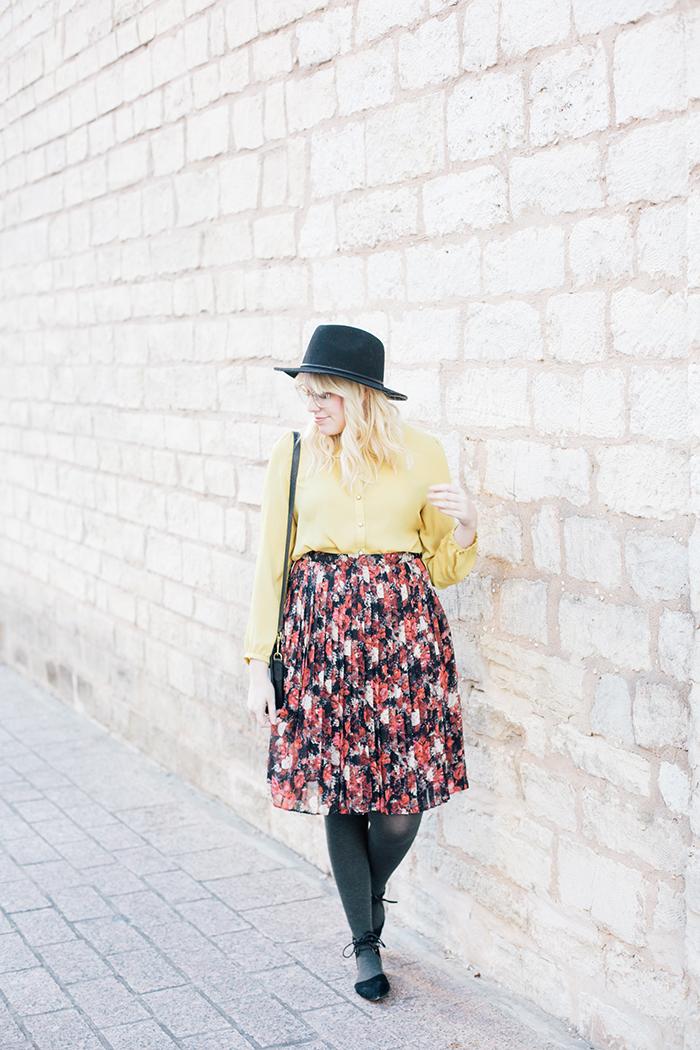 austin fashion blogger floral midi skirt winter outfit6