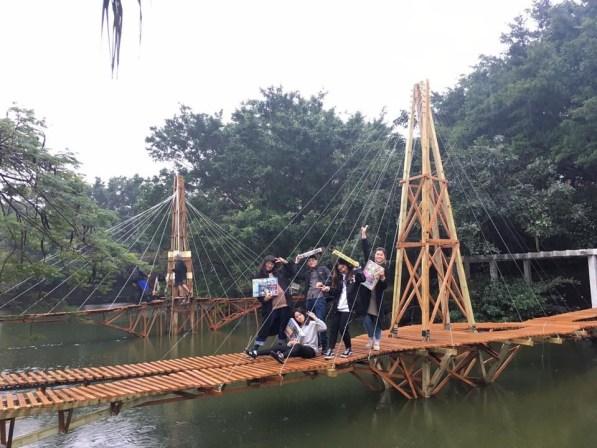 這座簡支橋同學們將它取名為「浪」