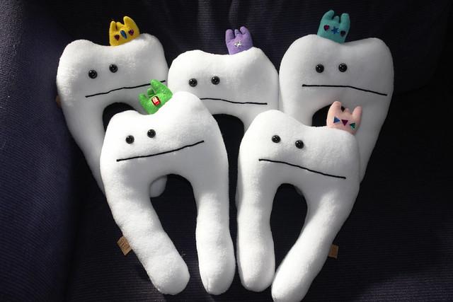 5 colorful crowned teeth