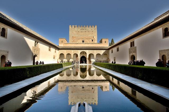 ALHAMBRA Patio Interior De La Alhambra Donde Cautiva Su