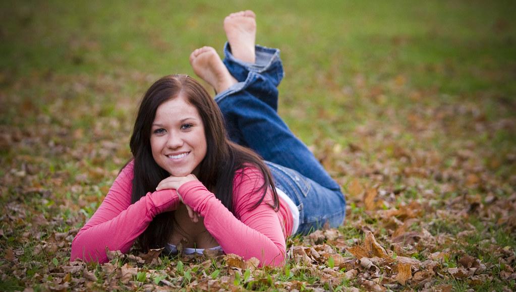20 High School Seniors Barefoot