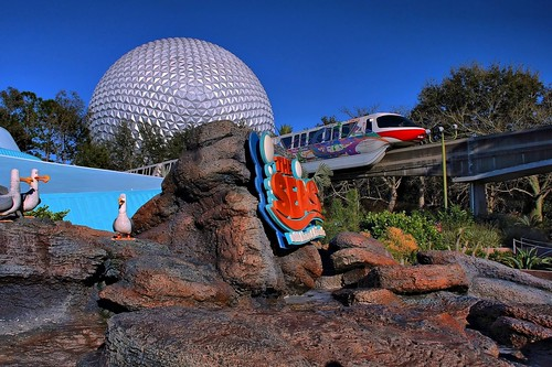Disney - Seas Monorail Spaseship Earth