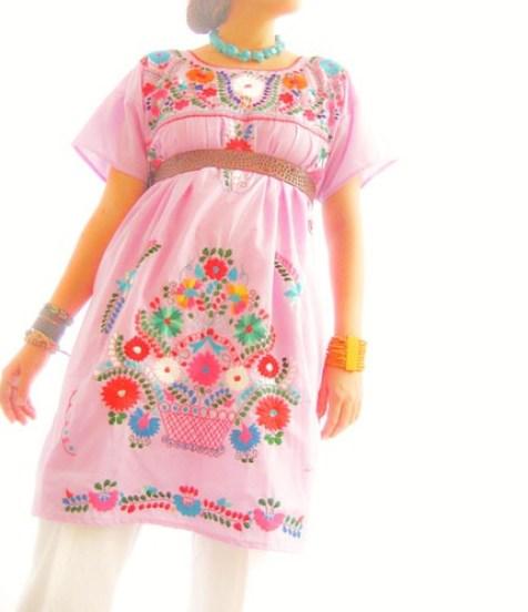 Vestido Mexicano Lilac bordado de colores