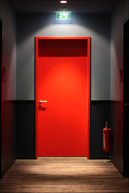 Rote Tuer Red Door Inside The 25h Design Hotel By Levis