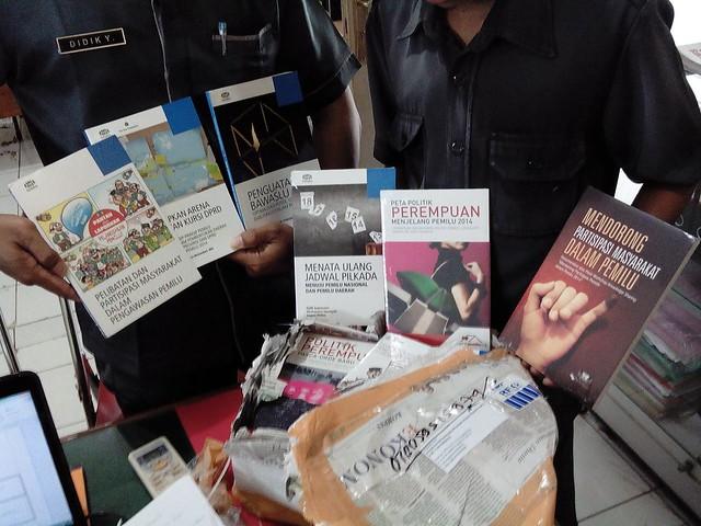 Buku dari Perludem telah diterima oleh KPU Tulungagung (13/2)