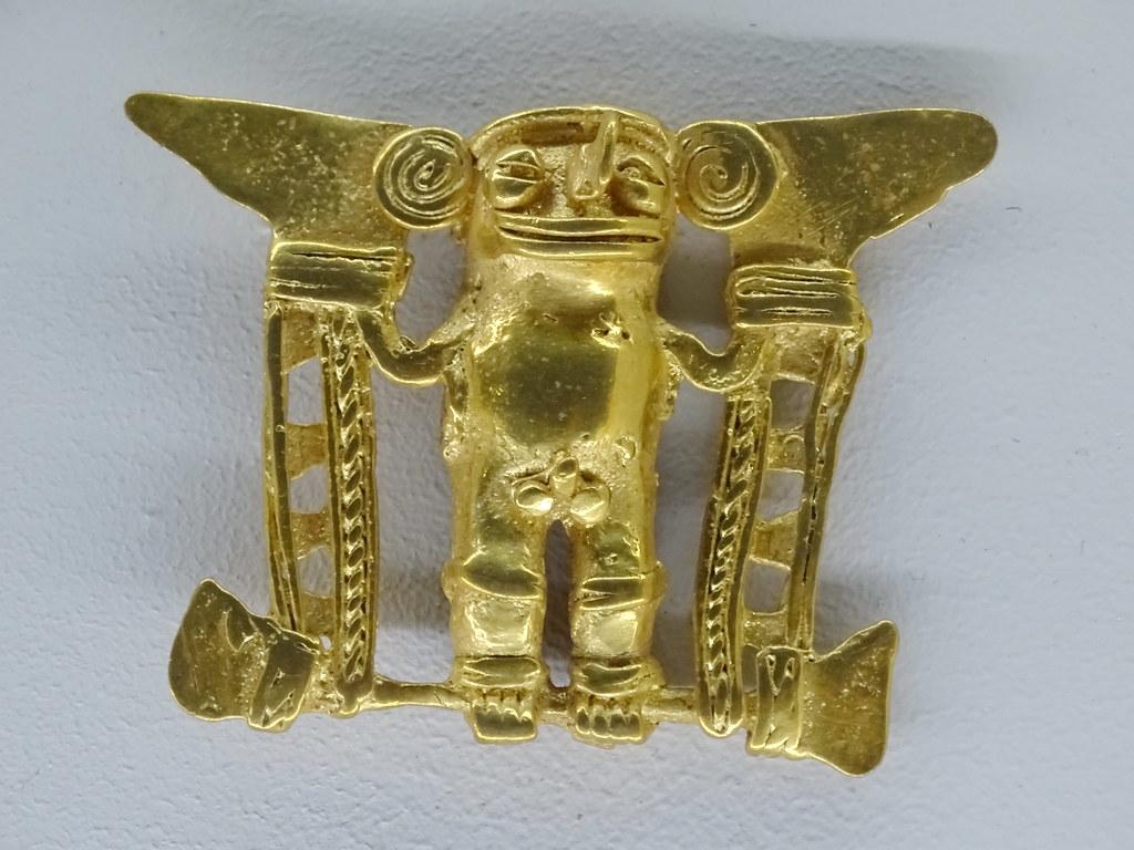 Chaman de oro con mascara de animal Museo de Oro Precolombino Banco Central San Jose Costa 08