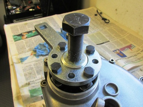 Cycle Works Output Flange Plug and Puller Bolt Installed in Puller Plate