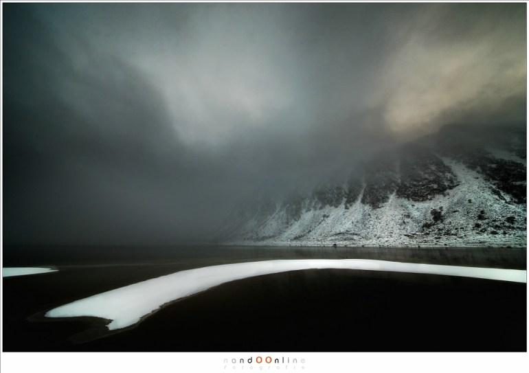 Dramatische landschappen op Lofoten (Laowa 12mm f/2,8 zero-D op Canon EOS 1Dx - f/8 - ISO400 - t=1/20sec)