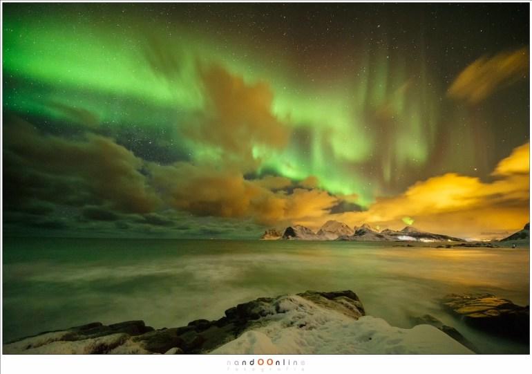 Noorderlicht op Lofoten (Laowa 12mm f/2,8 zero-D op EOS 1Dx - f/2,8 - ISO6400 - t=10sec)