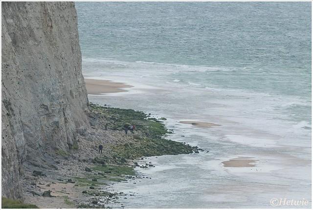 Als het vloed is, is er van het strand niet veel over.