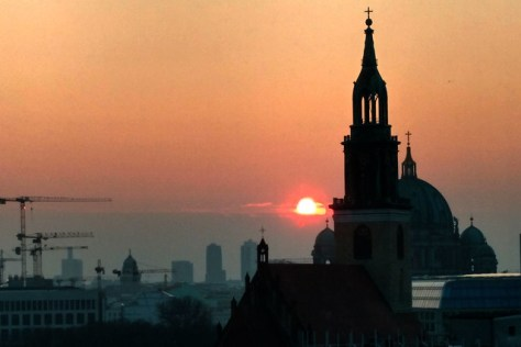 Sonnenuntergang über dem Berliner Dom