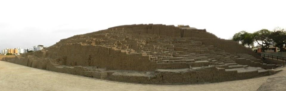 Peru Lima Gran Piramide Huaca Pucllana 01
