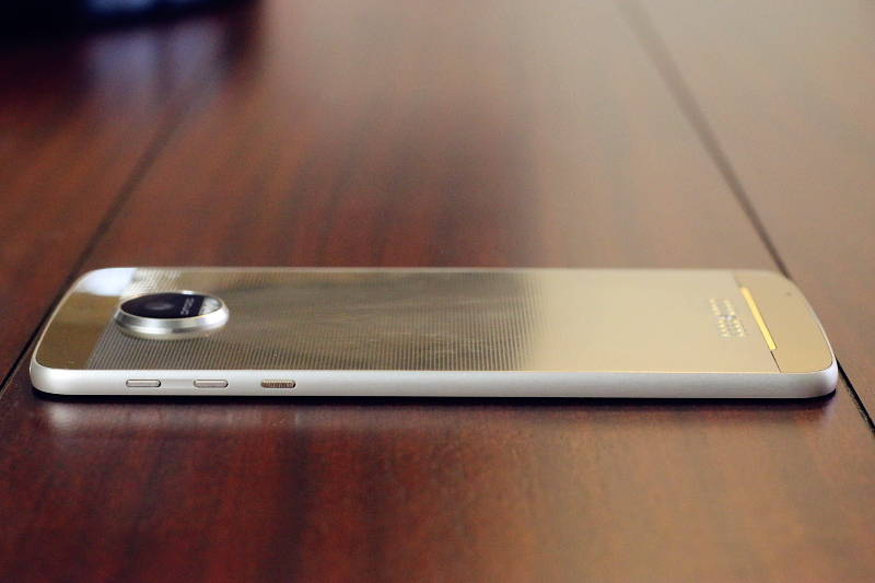 moto-droid-z-smartphone-side-6