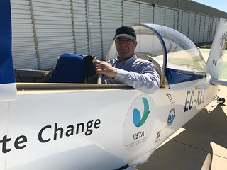 El director de www.aviaciondigital.com a bordo del RV8, EC-XLL, protagonista de la Vuelta al Mundo por los Polos en 2016.