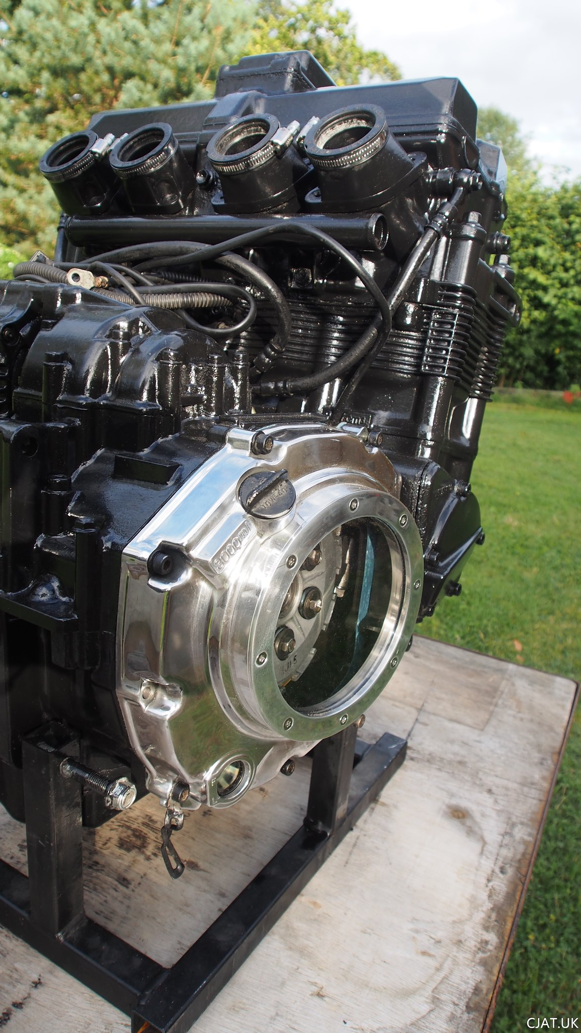 Suzuki RF900 StreetFighter newly painted engine with upgraded window clutch cover