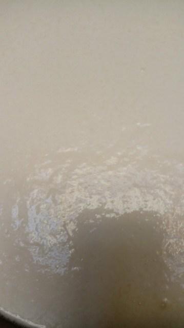 A little bubbly milk / susu yang dipanaskan sampai mulai muncul buih uap air
