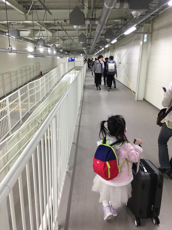 關西機場 第二航廈 裡面超長的聯絡通道