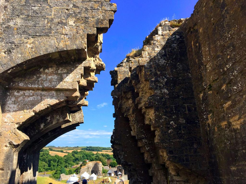"Castillo de Corfe - La Bruja Novata - Inglaterra castillo de corfe Escenarios de ""La Bruja Novata"" – Castillo de Corfe 32823883176 286f0a15b4 b"