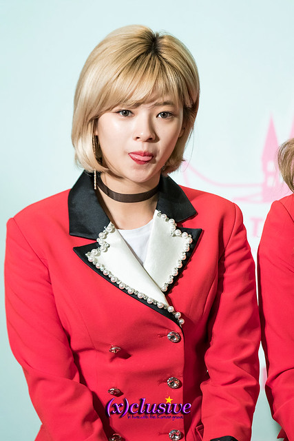 twice-jungyeon-sgxclusive-1