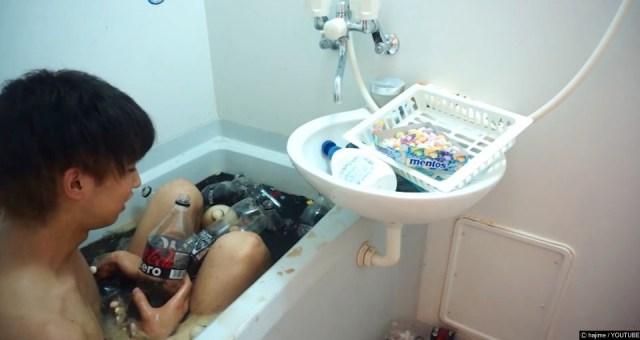 Guy Covers Himself In Mentos And Jumps In Bath Of Coke