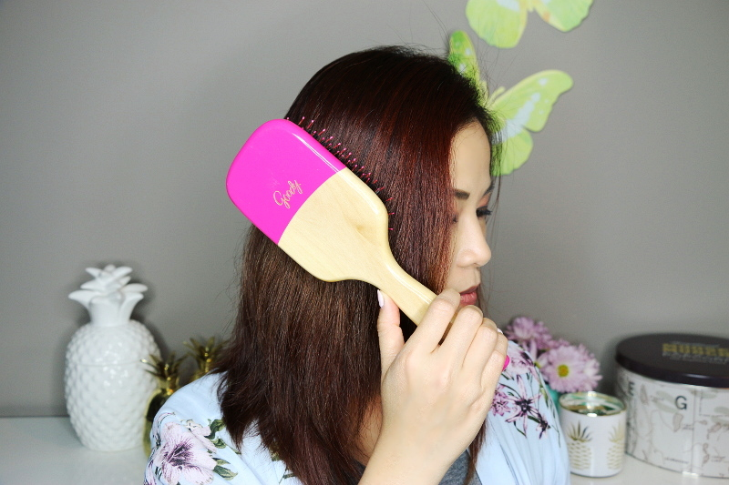 brushing-goody-hair-brush-3