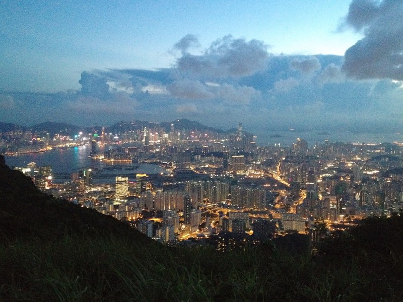 hiking kowloon peak in hong kong
