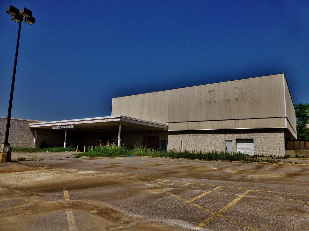 Abandoned Sears At Randall Park This Sears Store Was An