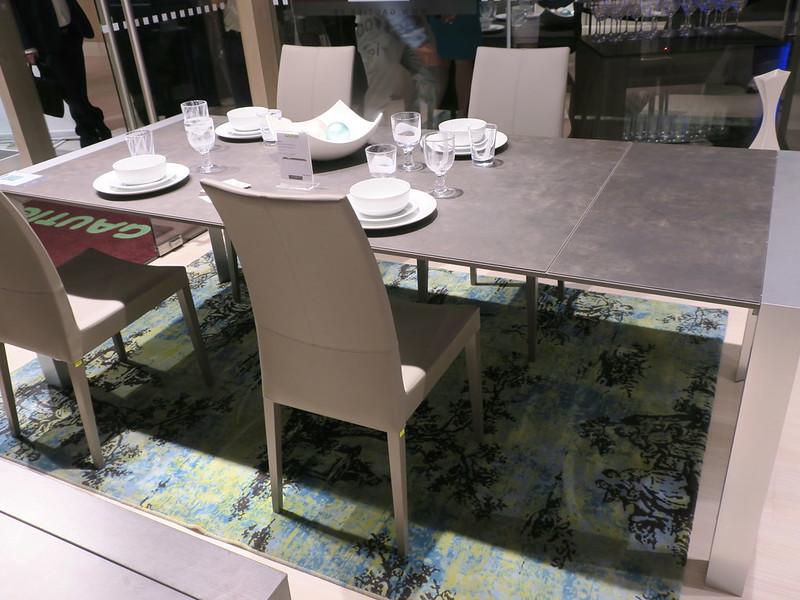 Ceramic aluminum table with brem chairs