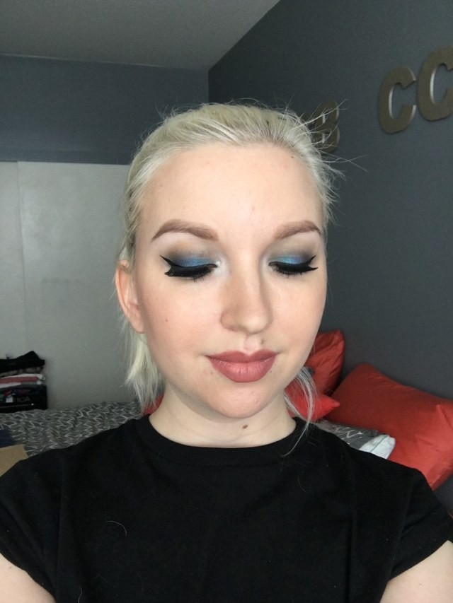 Blue eye look with eyes closed
