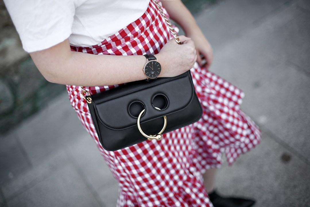 falda-cuadros-vichy-asimetrica-zara-look-jwanderson-farfetch-canotier-myblueberrynightsblog