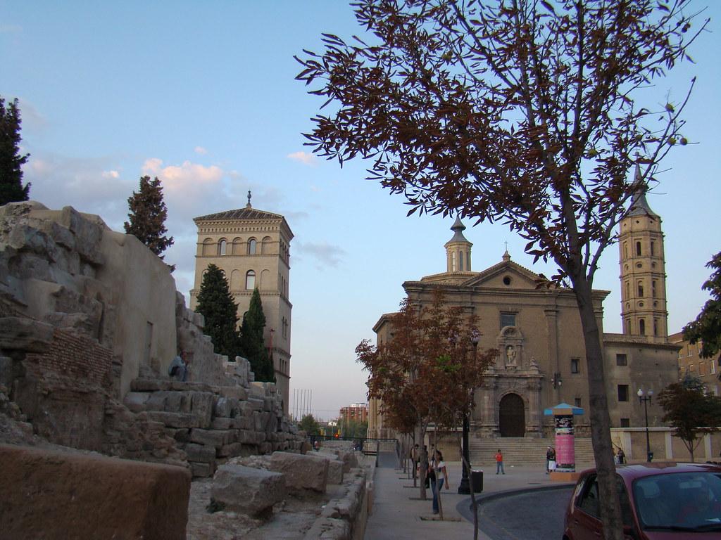 Muralla Romana Iglesia de San Juan de los Panetes y torreon de La Zuda Zaragoza 04