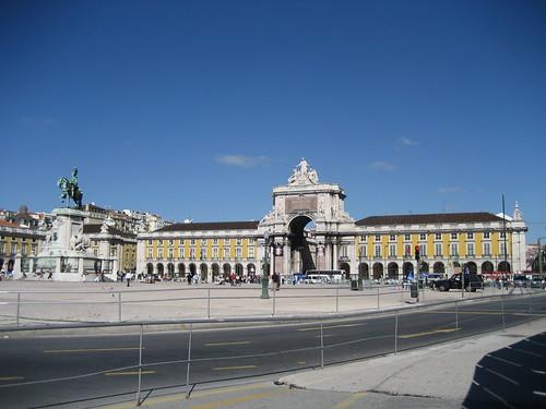 Plaza del Comercio con la Estatua Ecuestre de José I y el Arco triunfal de Rua Augusta. ViajerosAlBlog.com.